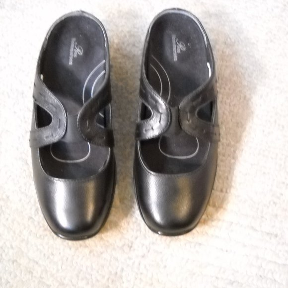 Women's Ros Hommerson Black Leather Mules 7 1/2WW